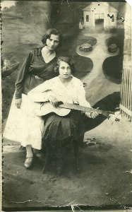 Тётя Зина и мама. 33-34(?)г.